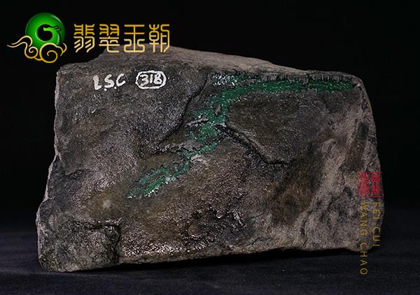 翡翠原石料子:缅甸莫湾基翡翠原石黑皮色料皮壳打灯皮下有色表现