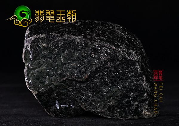 翡翠原石鉴赏:缅甸莫西沙场口黑皮翡翠原石鉴赏料断口处肉质发黑