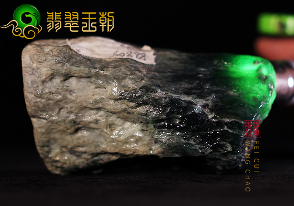 翡翠原石鉴赏:缅甸莫湾基场口翡翠原石鉴赏料老蜡皮起油品相饱满