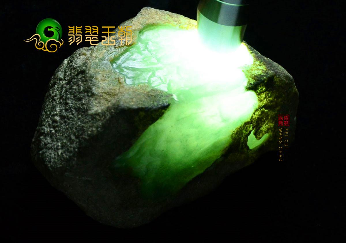 翡翠原石料子:缅甸莫西沙场口翡翠原石雪花棉打灯有种赌挂件料