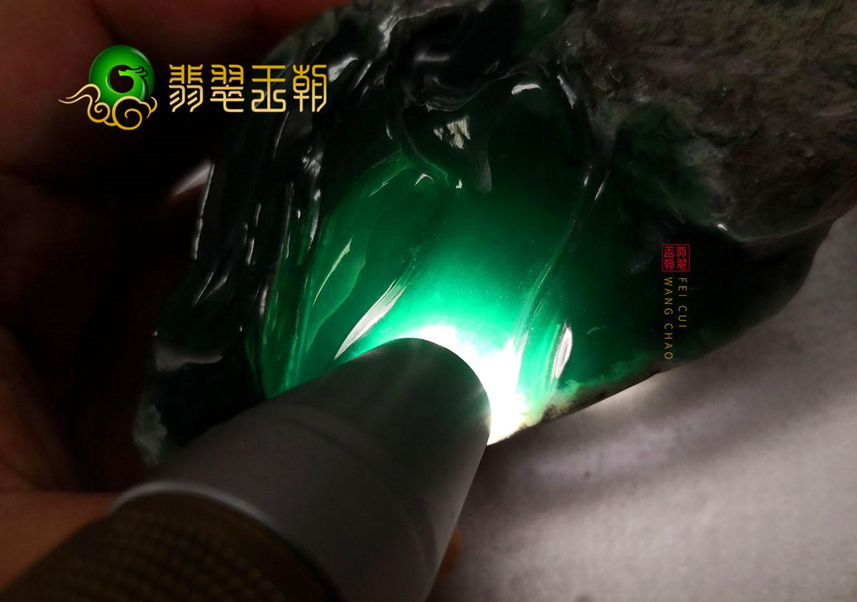 缅甸翡翠源头直播讲解莫湾基场口翡翠原石的赌性为何是最大的