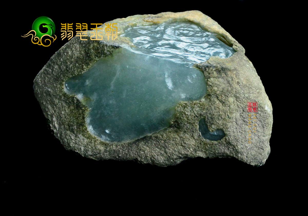 翡翠原石鉴赏:缅甸莫湾基场口翡翠原石全赌料周身有色带