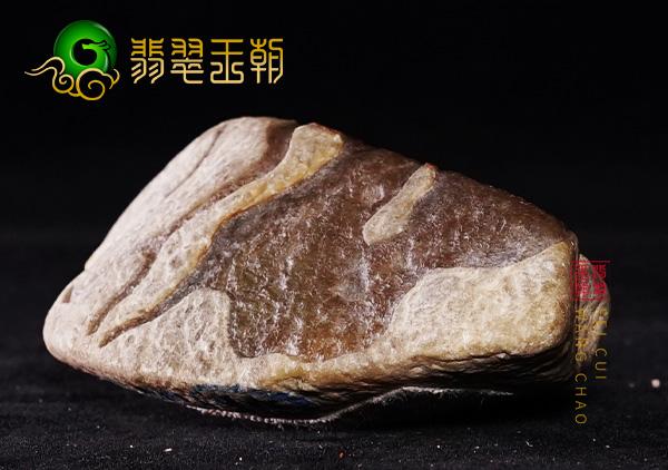 翡翠原石鉴赏:缅甸木那场口翡翠原石种水脱砂料赌牌子挂件