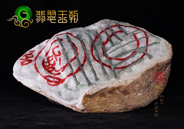 翡翠原石鉴赏:缅甸莫西沙场口翡翠原石开窗料肉质细腻赌手镯