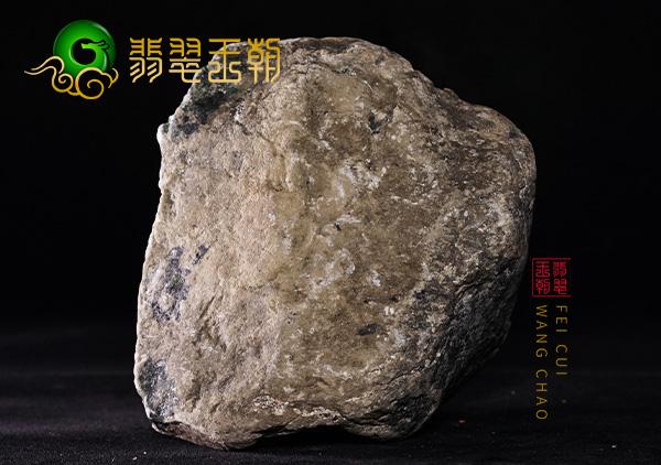 翡翠王朝原石:缅甸莫西沙场口翡翠原石种水料打灯水长肉细赌手镯