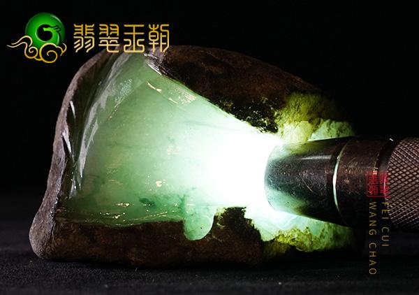 原石皮壳表现:缅甸木那场口翡翠原石色料包浆皮打灯色浓有色花