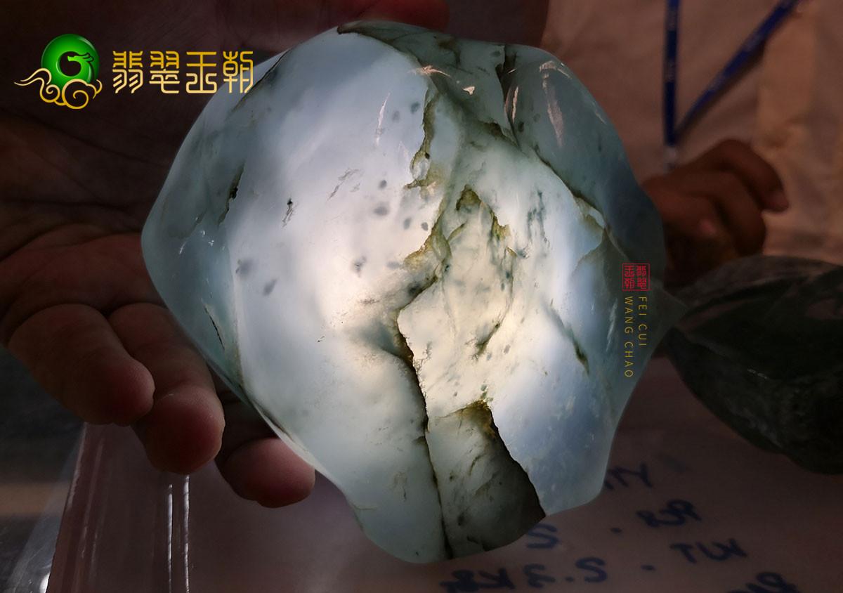 翡翠原石料子_缅甸马萨场口翡翠原石料子皮壳特征表现