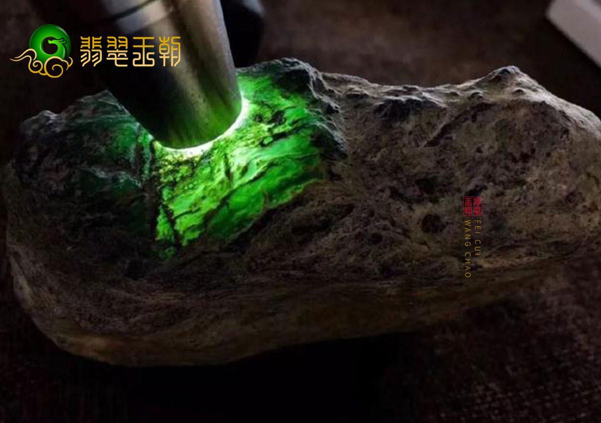 翡翠原石料子_美陵烔场口缅甸翡翠原石料子皮壳特点表现