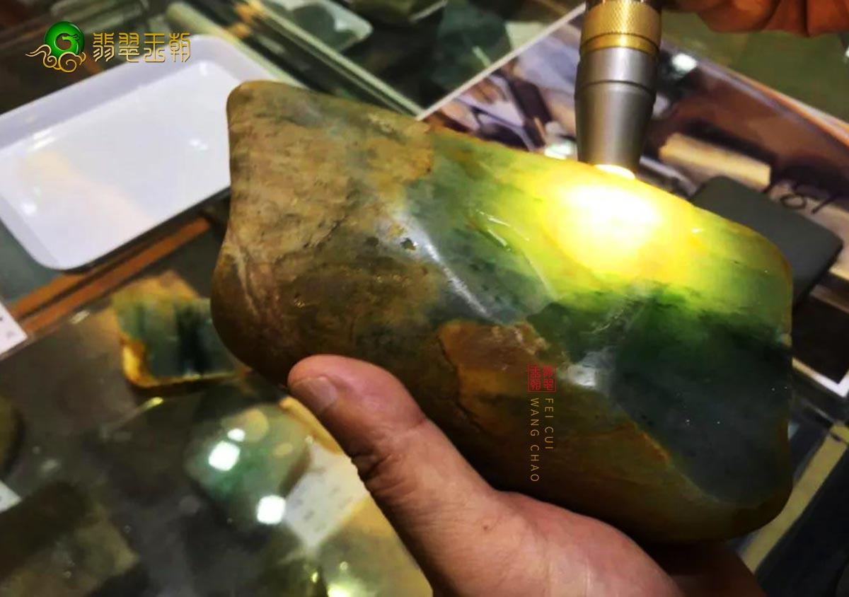 揭开翡翠赌石之谜