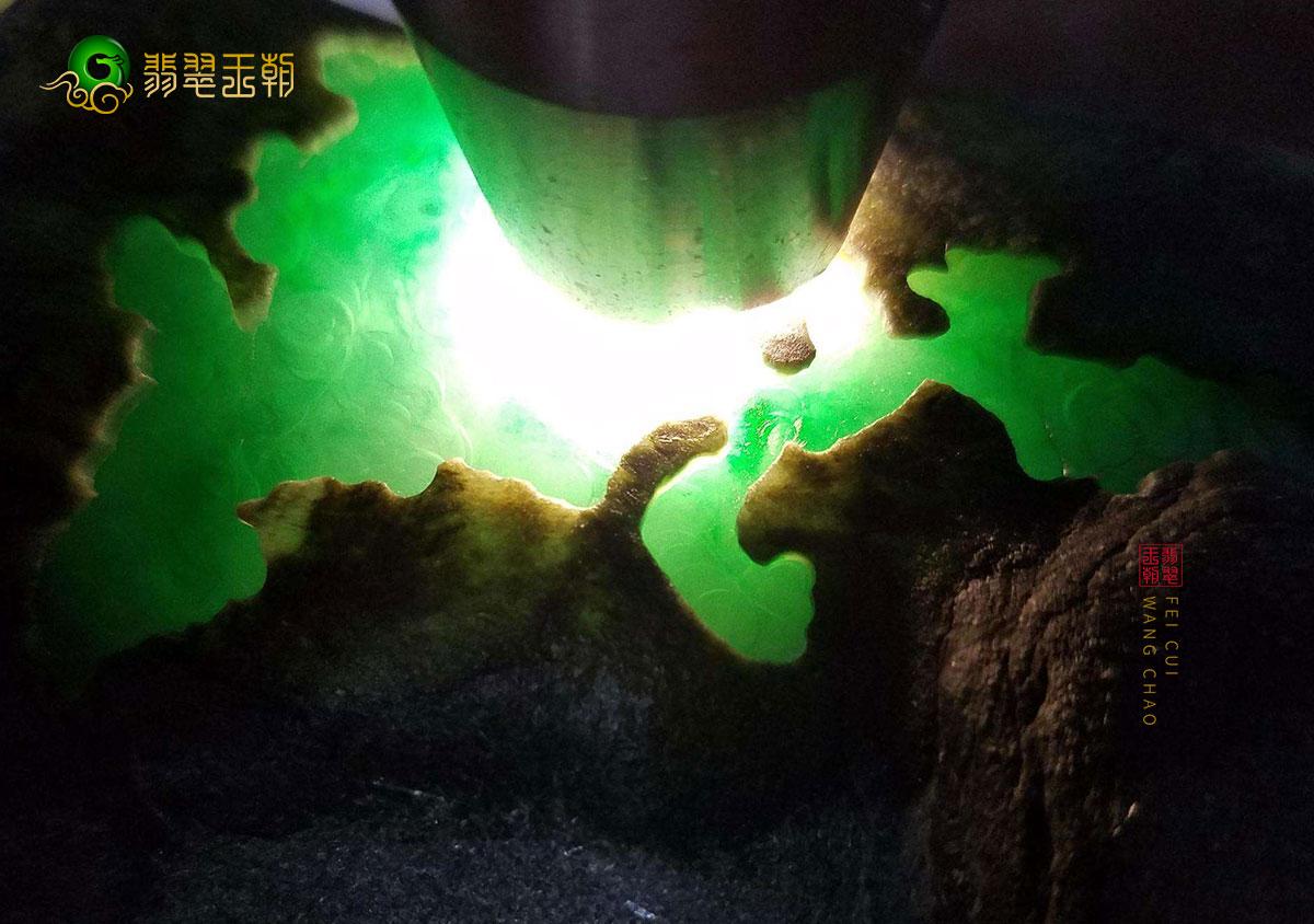 木那翡翠原石切割视频