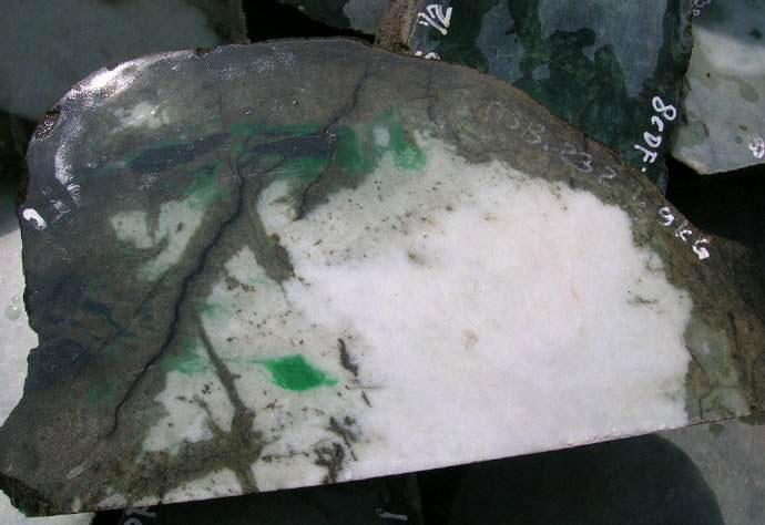 相玉技巧_如何鉴别缅甸翡翠原石内部有没有绿色?