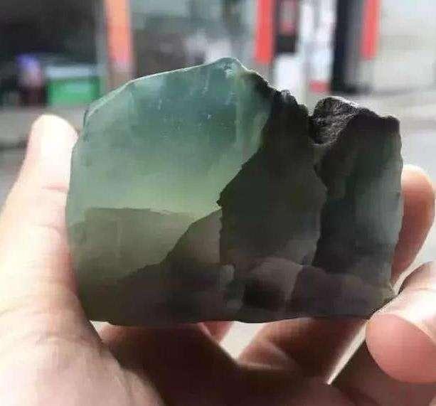 翡翠原石_缅甸翡翠原石的炸心裂皮壳特征表现