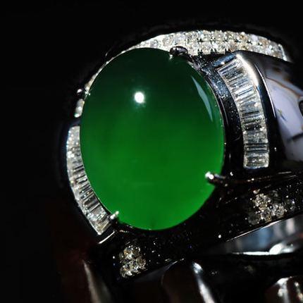 翡翠百科祖母绿色翡翠_什么是祖母绿色翡翠?祖母绿色翡翠种水特点