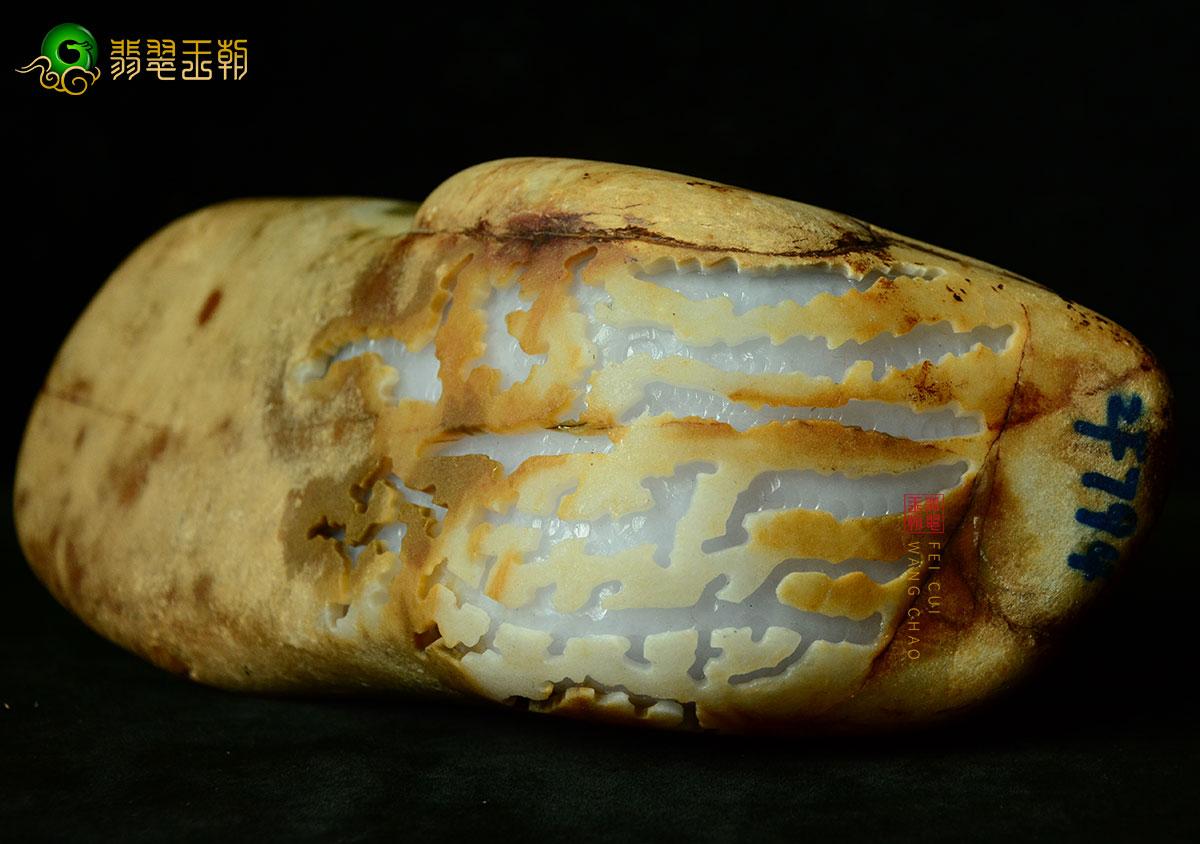 翡翠原石_腊肉皮缅甸翡翠原石毛料皮壳打灯特点表现