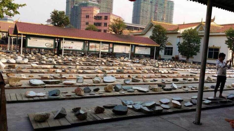 缅甸翡翠行业的世博会缅甸翡翠公盘交易