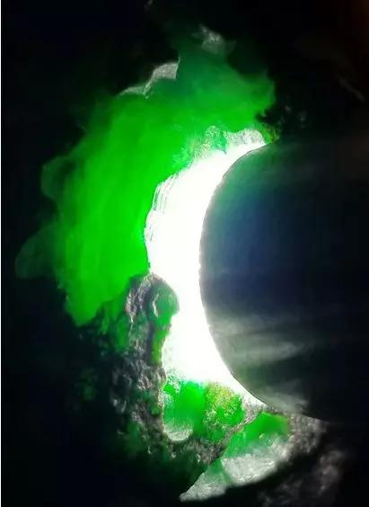 缅甸莫西沙场口翡翠原石料子皮壳特征表现