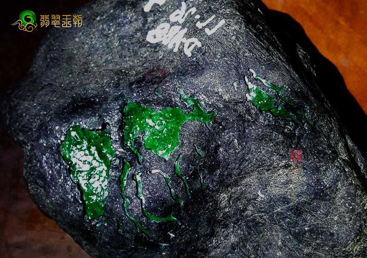 缅甸小场区南奇有种蟒翡翠原石视频讲解
