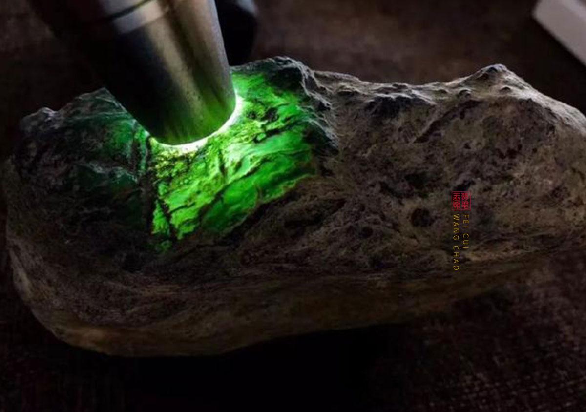 缅甸后江场口阳绿翡翠原石皮壳特征表现