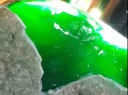 帕敢场口翡翠原石_缅甸帕敢场区翡翠原石开采量下降的影响