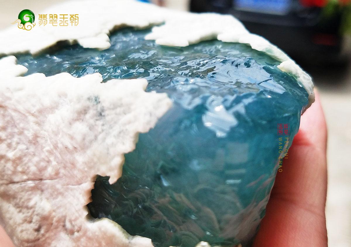 翡翠原石_白盐沙皮翡翠原石和黄盐沙皮翡翠原石特征赌石要点