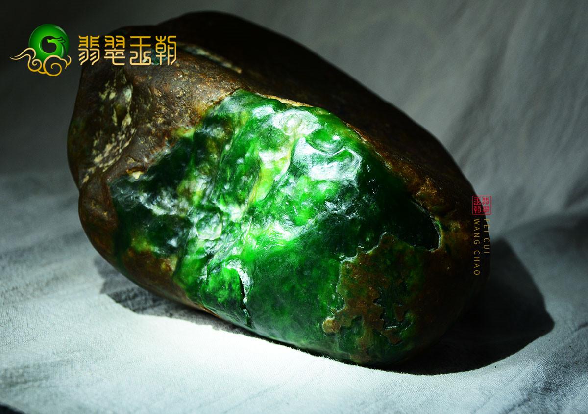 【翡翠百科翡翠原生色】翡翠的原生色,绿色是典型代表