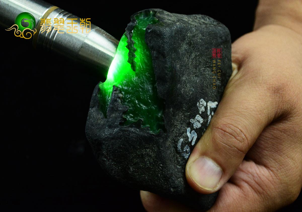 格应角老坑高冰玻璃种缅甸翡翠原石毛料赌石特点
