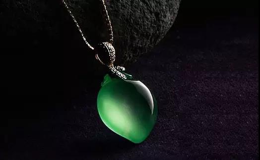 翡翠原石_龙石种翡翠原石料子成品价值堪比钻石