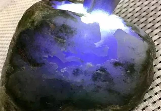 翡翠原石价格_会卡场口紫罗兰种翡翠原石毛料价格