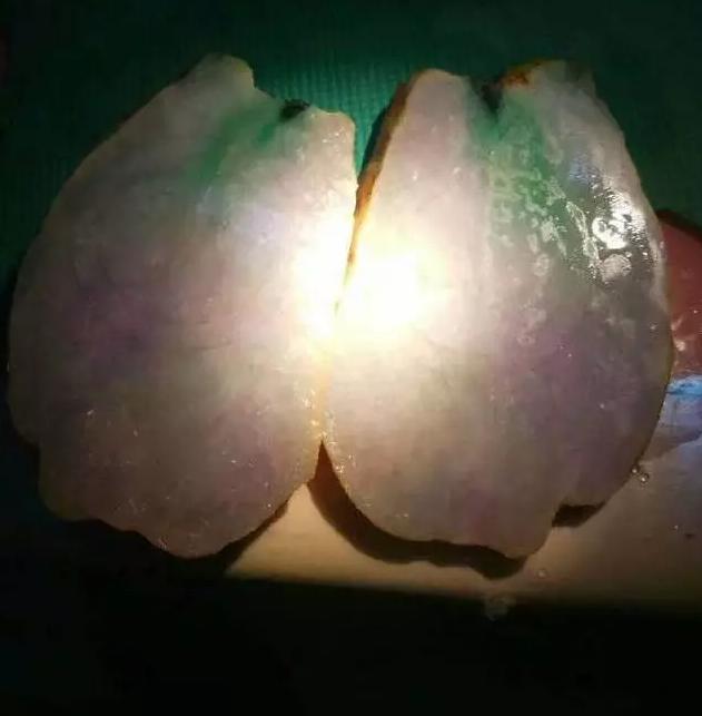 缅甸木那18万翡翠原石切出三彩翡翠手镯