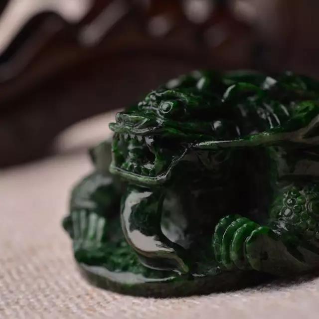 缅甸翡翠原石花青油青干青种料子辨别方法