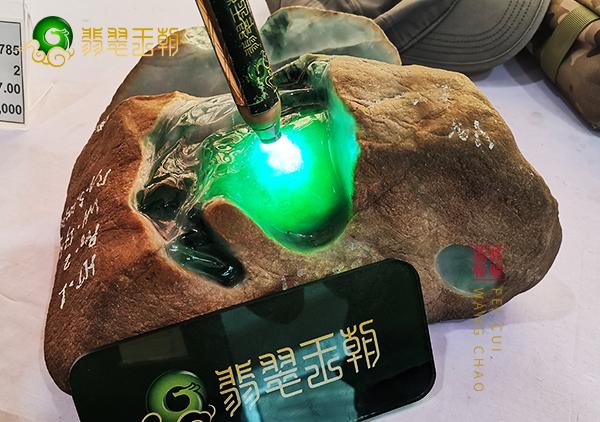 翡翠原石_铁砂皮与铁锈皮缅甸翡翠原石皮壳的区别