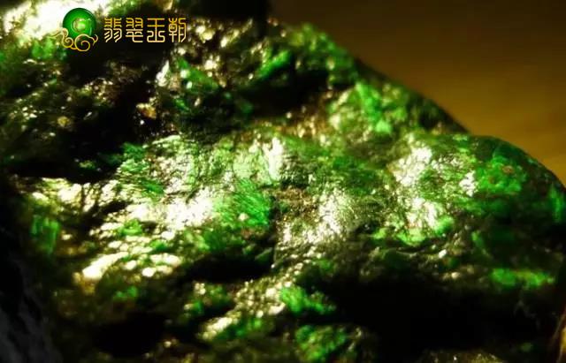 翡翠原石_糯冰种癣加绿缅甸翡翠原石成品特点价格