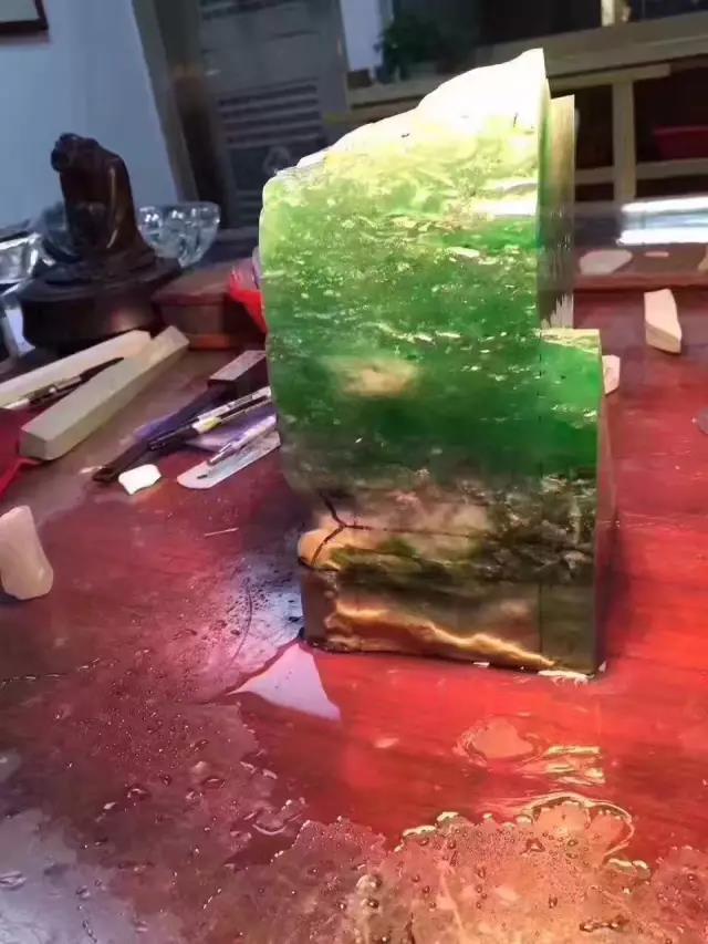 玻璃种木那场口缅甸翡翠原石起拍价5.28亿
