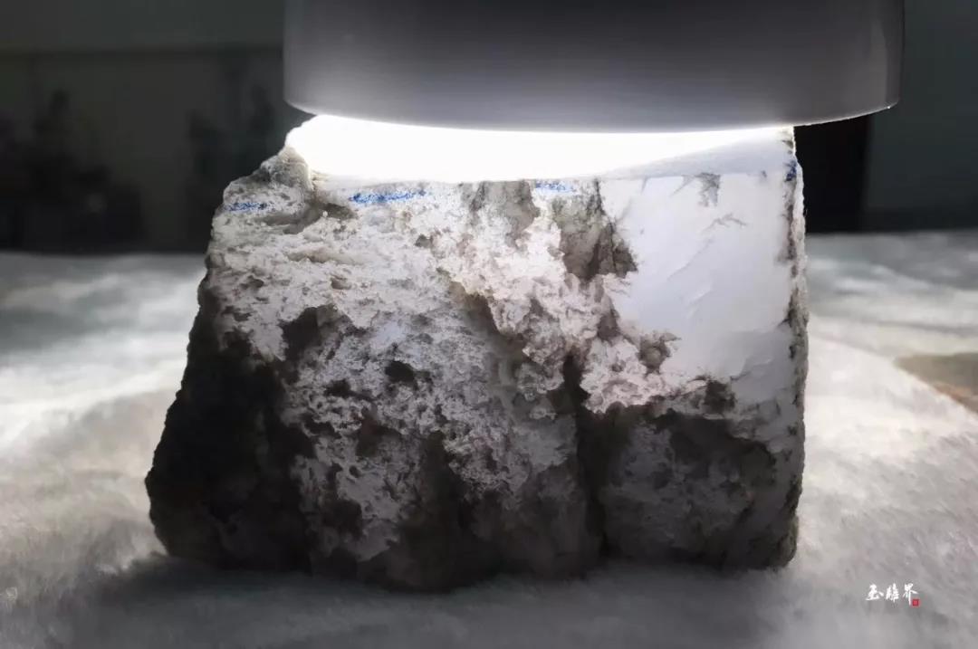 翡翠原石料子_冰玻种绝品缅甸翡翠原石雕观音如来逼真