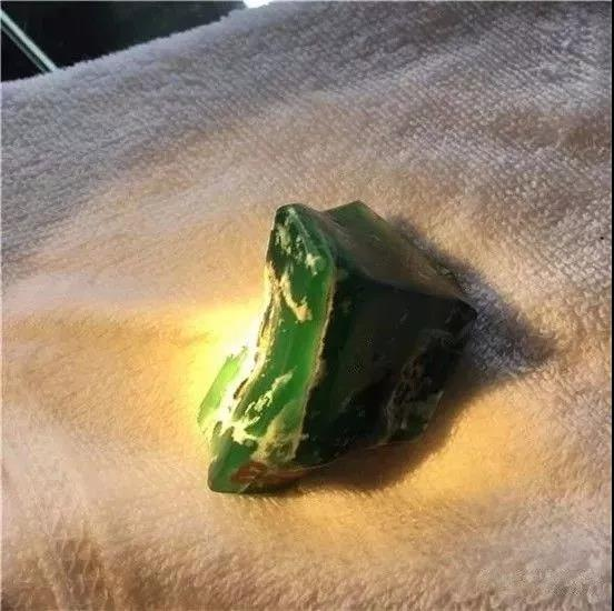 80克龙种满色翡翠原石赌石博戒指蛋面