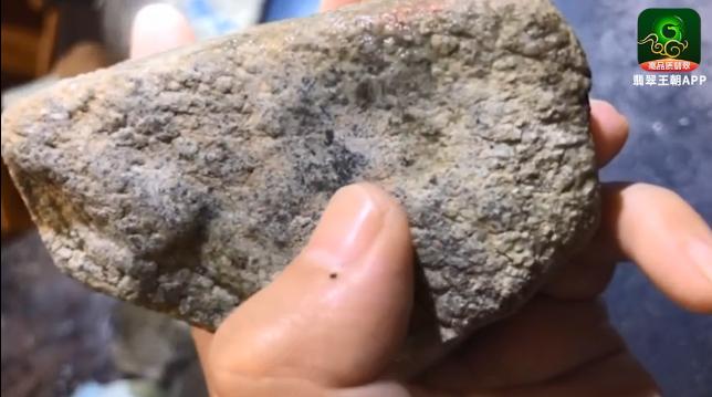 冰种莫西沙脱砂缅甸翡翠原石毛料特点