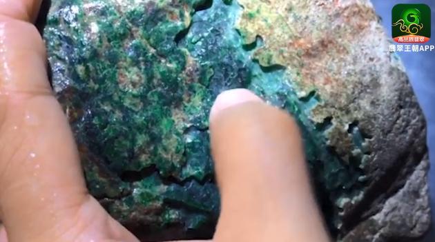 蟒带-判断缅甸翡翠原石种水色的重要标志