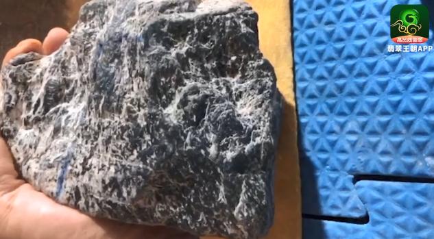 自然脱砂莫西沙场口翡翠原石毛料皮壳特点