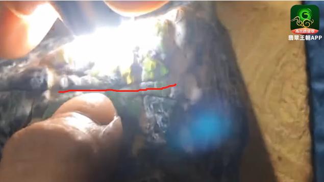 莫西沙刀砍纹是裂吗?刀砍纹翡翠赌石鉴别