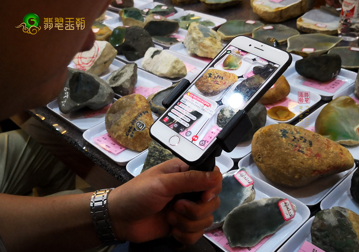 翡翠原石价格_缅甸翡翠原石毛料赌石市场价格影响因素