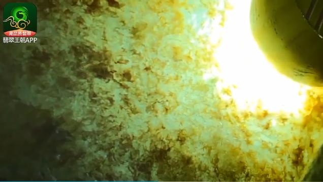 莫西沙场口翡翠原石价位 27万的莫西沙翡翠赌石博出12个牌子