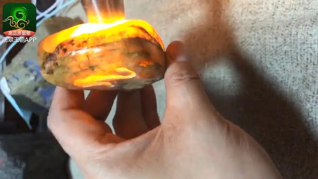 达马坎糯冰种水石翡翠原石毛料赌石打灯特点