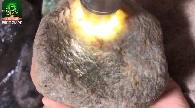 莫西沙黄岩沙翡翠原石什么价位?莫西沙黄岩沙博雪花棉
