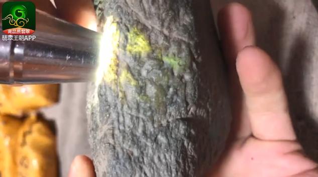莫西沙种老起油厚皮壳缅甸翡翠原石毛料赌石特点