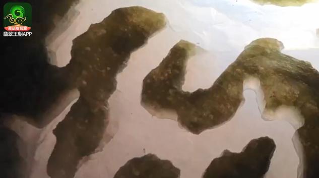 老坑冰种翡翠原石什么价位?老缅要价30万以上的水翻砂翡翠原石赌石特点