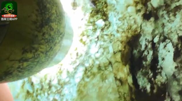 莫西沙场口正冰翡翠原石什么价位?莫西沙全身脱砂翡翠原石皮壳特点