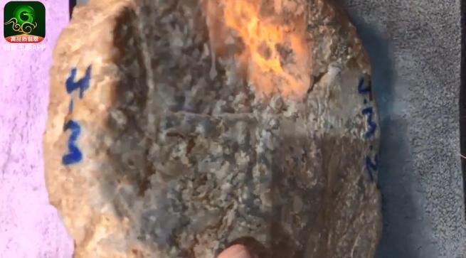 老木那场口脱砂料翡翠原石皮壳特点 木那脱砂肉质发黑翡翠原石图片