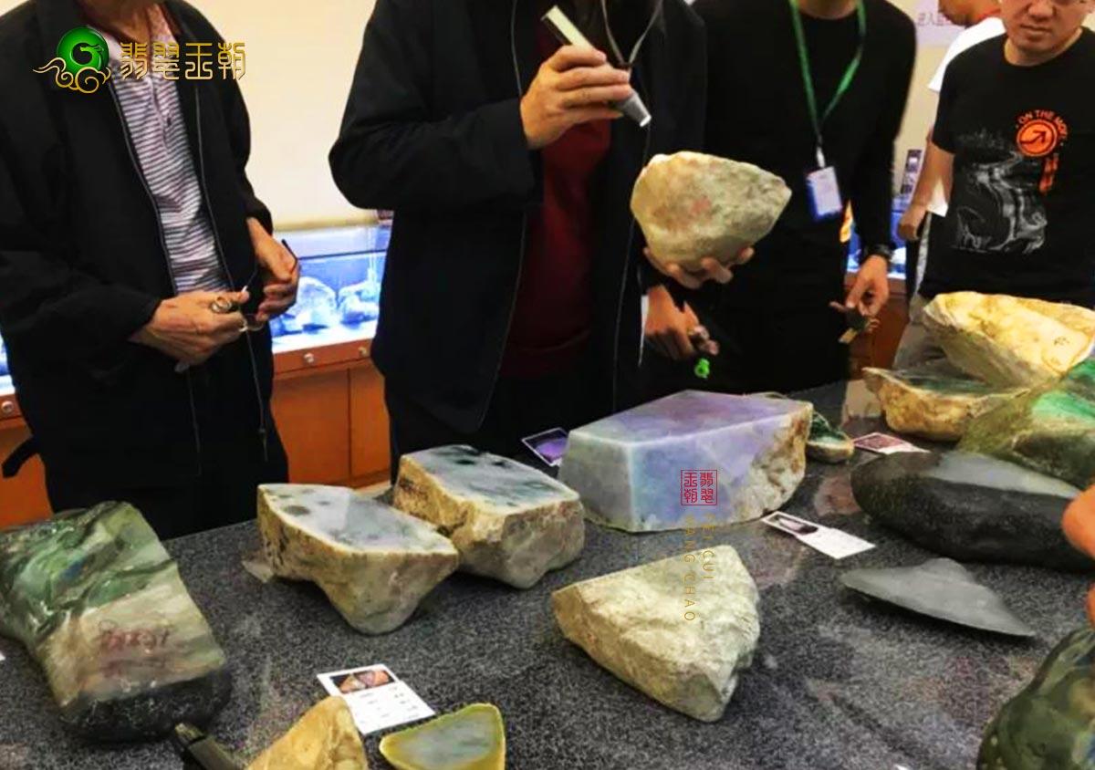 翡翠原石批发-云南和缅甸翡翠原石批发市场区别