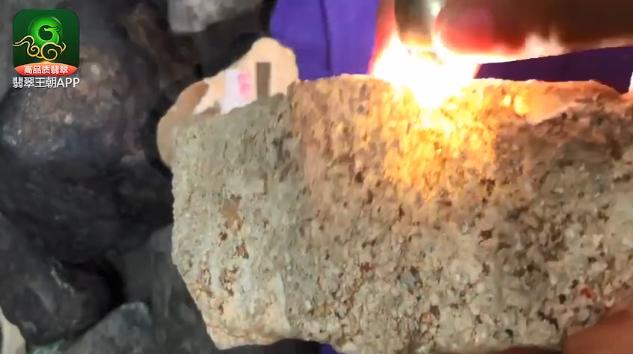 翡翠原石价格_翁巴列种水料翡翠原石什么价位_翁巴列翡翠原石皮壳特点