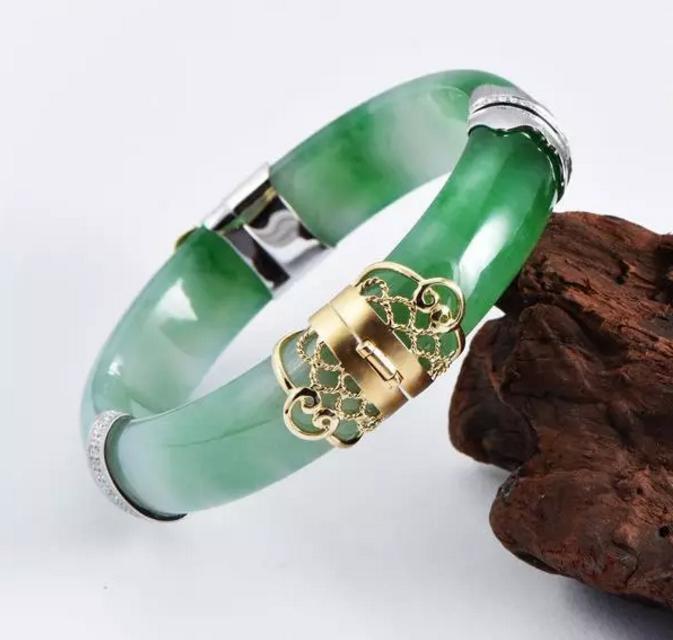 翡翠原石私人定制_断镯别再傻傻的压箱底了,看珠宝设计师如何化腐朽为神奇!